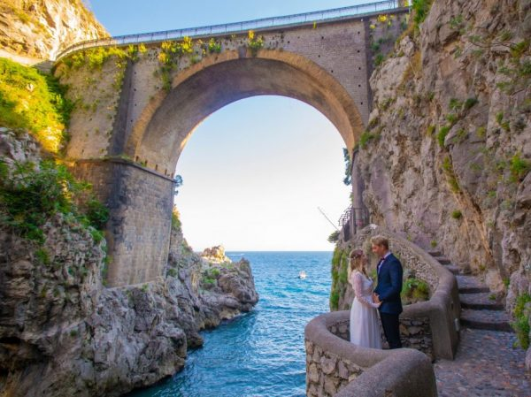 Furore fjord wedding photo session with arch and sea view Italy