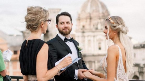 wedding celebrant in Rome Forum with bride and groom getting married in italy