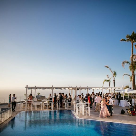 sorrento venue with pool for weddings