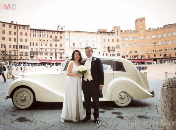 Siena, Piazza Campo Bride and groom with white wedding car
