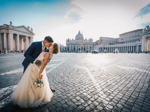 St Peter's Rome bride and groom kiss