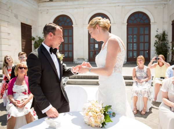 exchange of the rings, villa fondi, sorrento ceremony in Italy