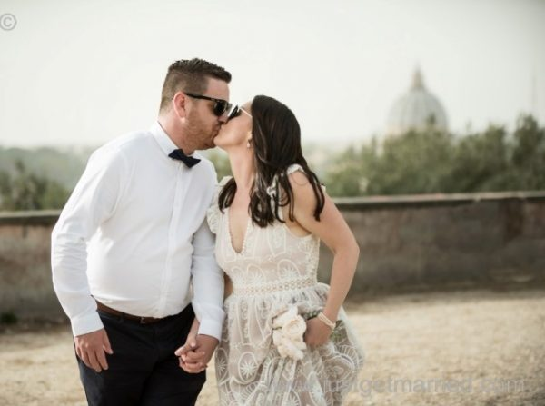 Rome Wedding Terrazza caffarelli photo shoot bride and groom kissing