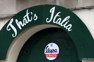 italy wedding that's italia vespa logo
